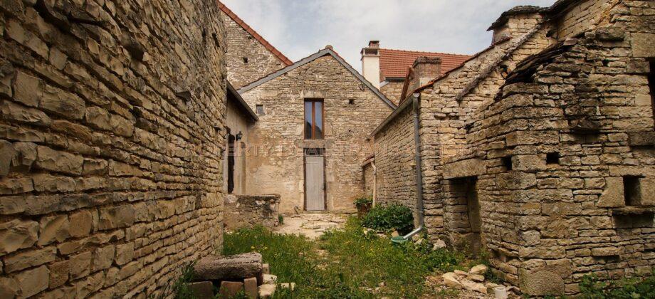 Maison de village rénovée ANNAY sur Serein